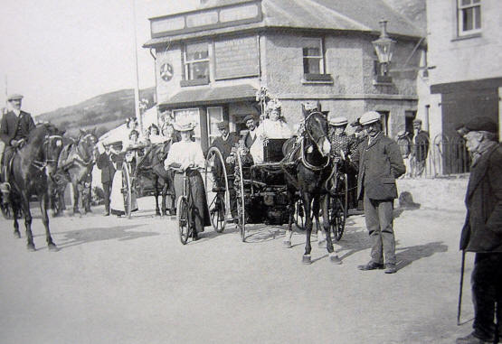 Photo of Mountain View Hotel with 2 ponies and traps, a horsman and a lady cyclist