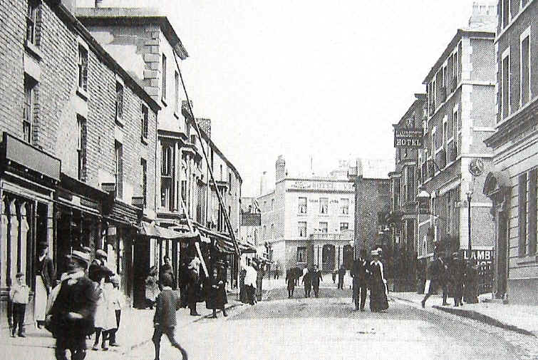 Photo of a street scene in Holywell about 1910