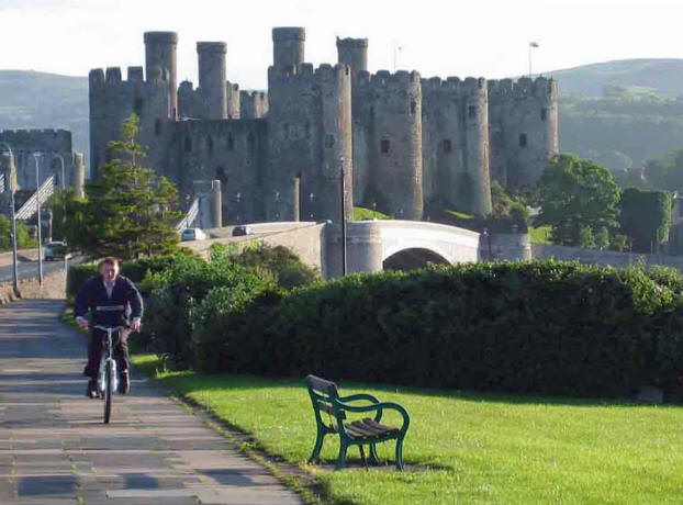 Cycleway across Conwy cob