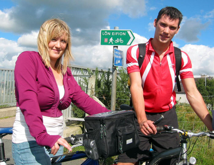 Photo of a couple of young cyclists on Lon Eifion cycle path