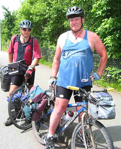 Two young men from New Zealand also cycle touring in the same area on the same day
