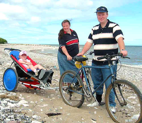 Kangaroo 3 in1 cycle trailer here demonstrated on a trial run at Llanddulas beach by dealer Robert Dunbar and family