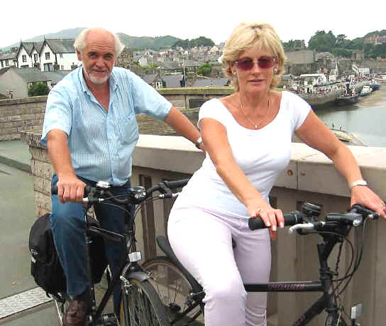 Cyling couple at Conwy