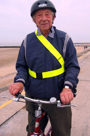 85 year old Bernard Taylor of Prestatyn - a former town treasurer and reitred Rotarian - enjoys cycling
