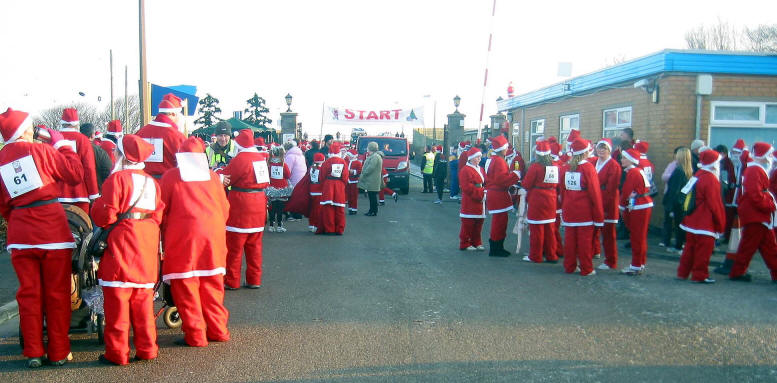 A crowd of Santas waiting for the start signal