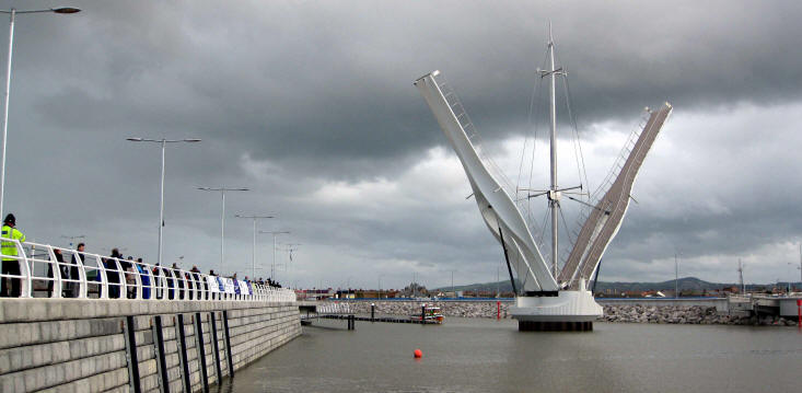 New cyclist/pedestrian swing bridge at Rhyl
