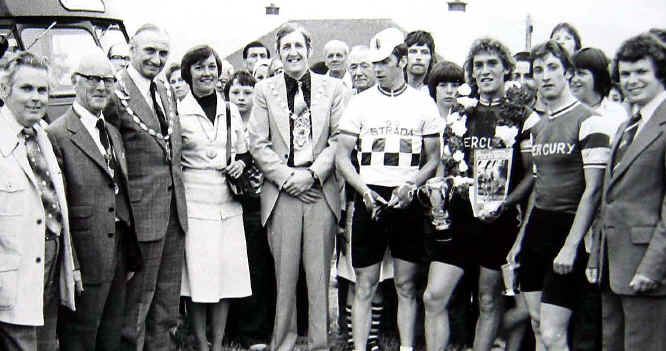 Prestatyn Criterium 1976: group photo after race